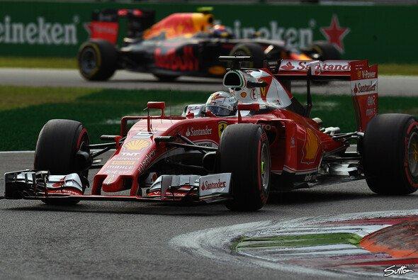Sebastian Vettel zeigte in Singapur eine starke Aufholjagd - Max Verstappen erlebte ein schlechtes Rennen - Foto: Sutton