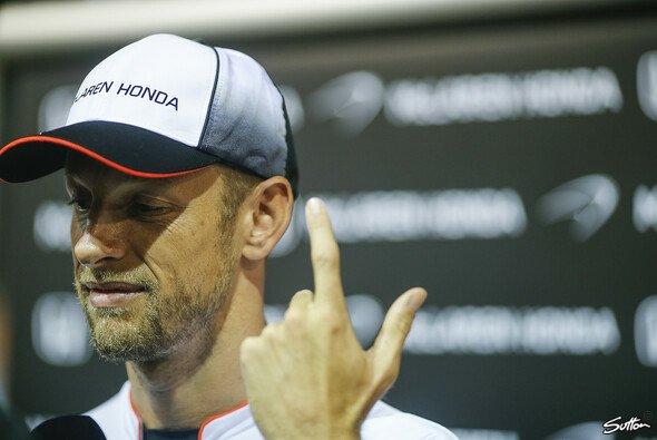 Jenson Button kann die Kommentare von Carmen Jorda offenbar nicht mehr ertragen - Foto: Sutton