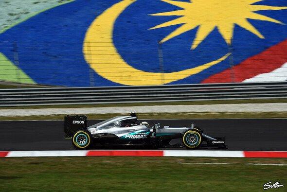 Lewis Hamilton fuhr die Bestzeit im Mercedes in Malaysia - Foto: Sutton