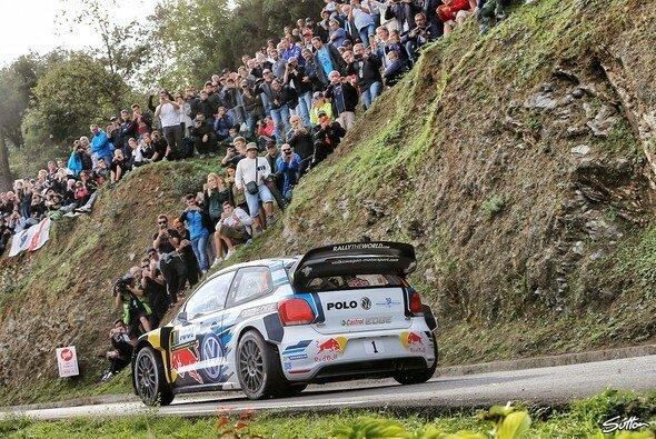Sebastien Ogier feiert den Sieg auf Korsika - Foto: Sutton