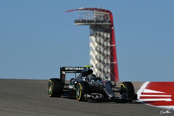 Nico Rosberg fährt weiterhin volle Attacke in Austin - Foto: Sutton