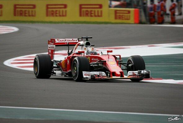 Sebastian Vettel holte sich die Bestzeit im Ferrari in Mexiko - Foto: Sutton