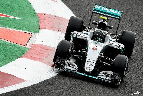 Nico Rosberg kann am Sonntag Weltmeister werden. Doch der Freitag lief noch nicht ideal - Foto: Sutton