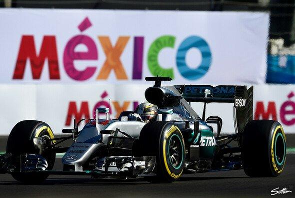 Lewis Hamilton gewinnt den Mexiko GP vor Nico Rosberg - Foto: Sutton