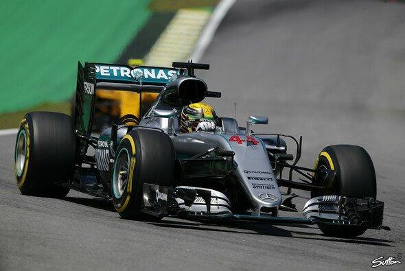 Lewis Hamilton erzielte die Bestzeit in Interlagos - Foto: Sutton