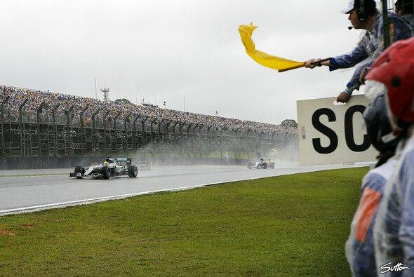 Lewis Hamilton gewinnt das Chaos-Rennen in Sao Paulo - Foto: Sutton