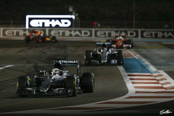 Lewis Hamilton fuhr in Abu Dhabi bewusst langsam, damit die Konkurrenz aufschließen kann - Foto: Sutton