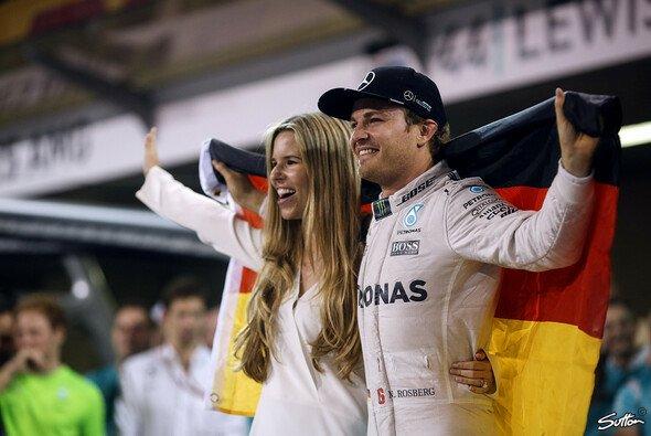 Nico Rosberg feierte den WM-Sieg zusammen mit der ganzen Familie - Foto: Sutton