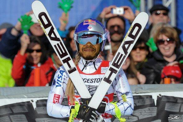 Wie steht Leiws Hamilton der Ski-Helm von Lindsey Vonn (und nebenbei noch ihr Körper)? - Foto: Red Bull/Sutton