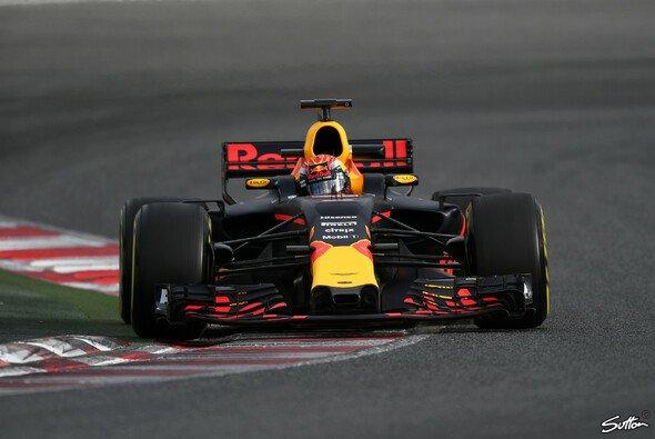 Max Verstappen kümmerte sich am ersten Testtag in Barcelona gleich ums Wesentliche - Foto: Sutton