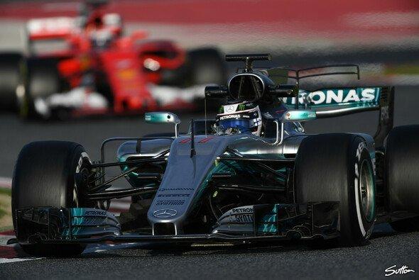 Mercedes und Ferrari gaben bei den Testfahrten in Barcelona den Ton an - Foto: Sutton