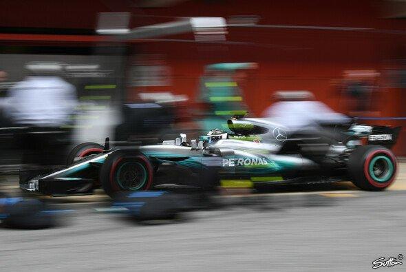 Mercedes lässt die Mechaniker Extraschichten schieben - Foto: Sutton