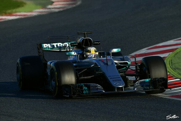 Lewis Hamilton im Mercedes F1 W08 in Action - Foto: Sutton
