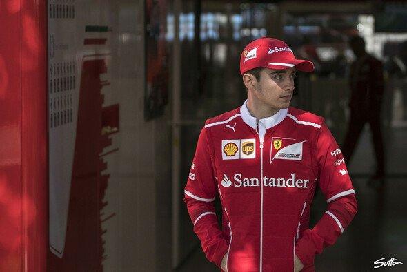 Charles Leclerc sitzt 2019 im Ferrari - Foto: Sutton