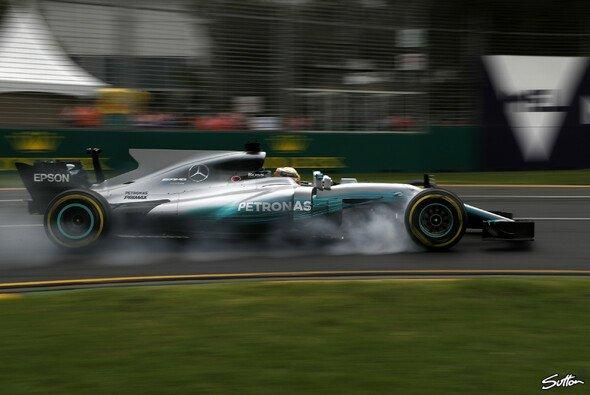 Lewis Hamilton erzielt die nächste Bestzeit beim Saisonstart in Australien - Foto: Sutton