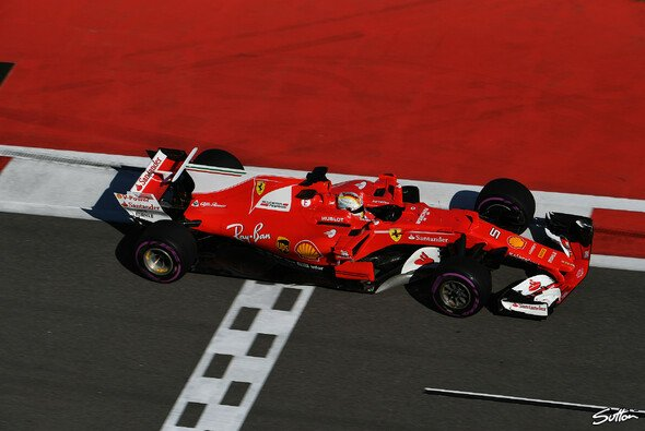 Sebastian Vettel erzielte in Sochi einen neuen Rundenrekord - Foto: Sutton