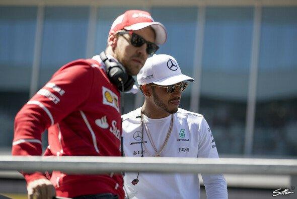 Wie geht es nach dem FIA-Urteil weiter zwischen Sebastian Vettel und Lewis Hamilton? - Foto: Sutton