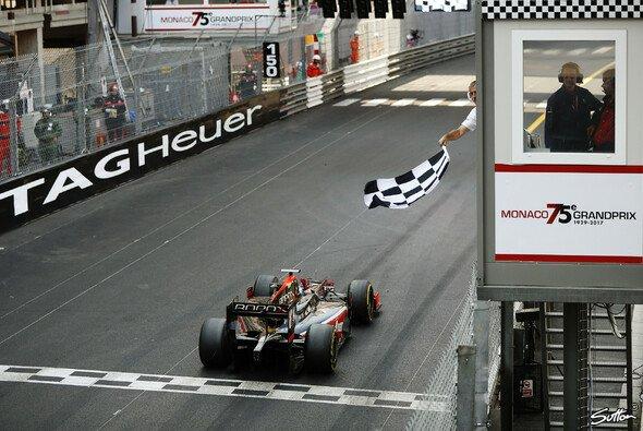 Nyck de Vries feiert in Monaco seinen ersten Sieg in der Formel 2 - Foto: Sutton