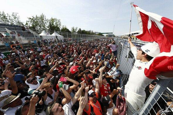 Lance Stroll ließ sich von den Fans gebührend feiern - Foto: Sutton