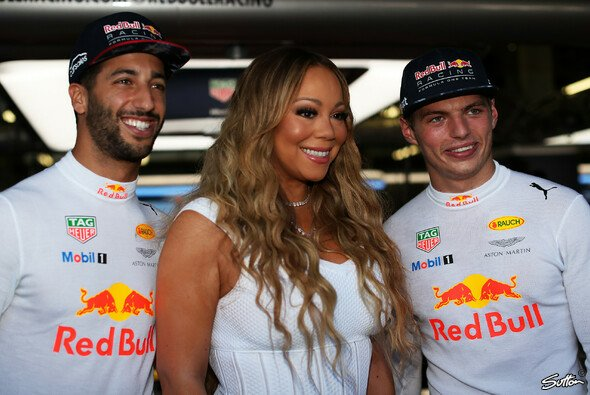 Mariah Carey mit den Red Bull Jungs - Foto: Sutton