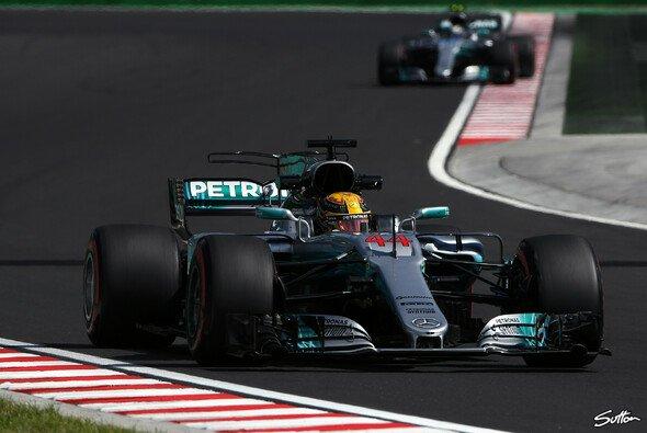 In Ungarn musste sich Lewis Hamilton im Qualifying erneut Teamkollege Valtteri Bottas geschlagen geben - Foto: Sutton