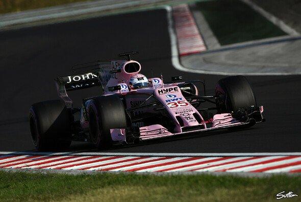 Lucas Auer gab bei den Testfahrten in Ungarn seine Premiere in der Formel 1 - Foto: Sutton