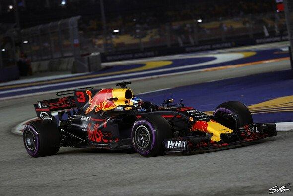 Daniel Ricciardo (Red Bull) dominierte in Singapur auch das zweite Training - Foto: Sutton