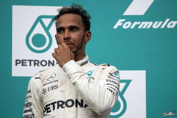 Lewis Hamilton baut zwar seinen WM-Vorsprung aus, doch die Mercedes-Probleme bereiten ihm Kopfzerbrechen - Foto: Sutton