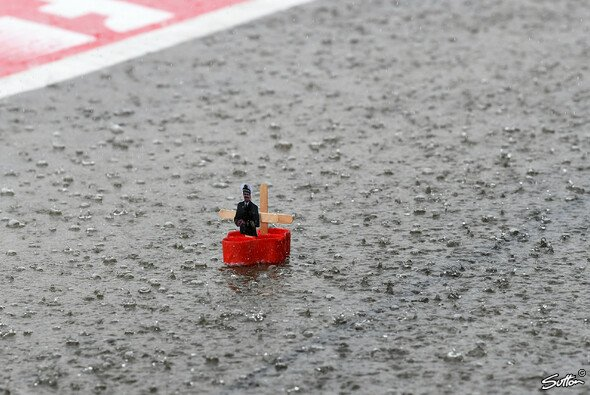 Jede Menge Regen in Japan - da wurden die F1-Teams kreativ - Foto: Sutton