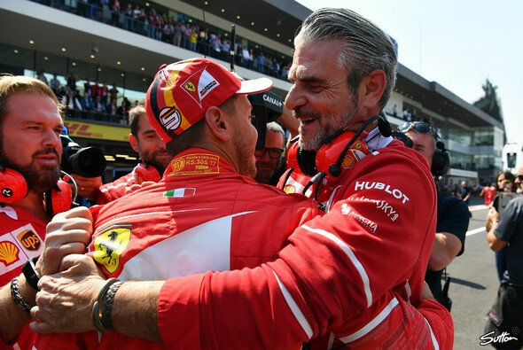 Ferrari: Trotz der WM-Niederlagen sind Sebastian Vettel und Maurizio Arrivabene stolz auf den großen Aufwärtstrend 2017 - Foto: Sutton