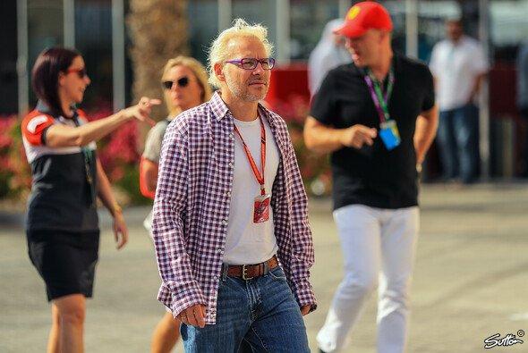 Jacques Villeneuve ist regelmäßig im Fahrerlager der Formel 1 anzutreffen - Foto: Sutton