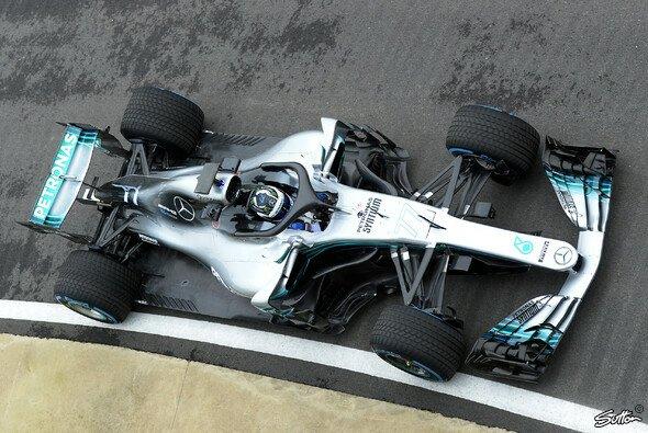 Valtteri Bottas drehte die ersten Runden im 2018er Mercedes-Silberpfeil - Foto: Sutton