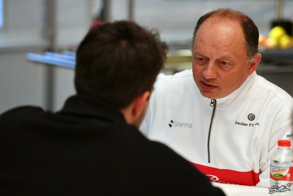 Fred Vasseur bei den Barcelona-Tests im Interview mit Motorsport-Magazin.com - Foto: Sutton