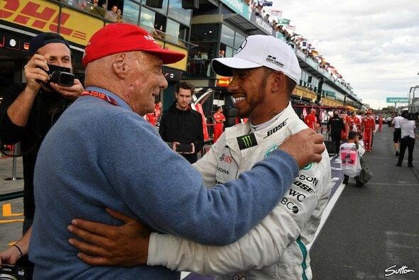 Lewis Hamilton trauert um Niki Lauda - Foto: Sutton