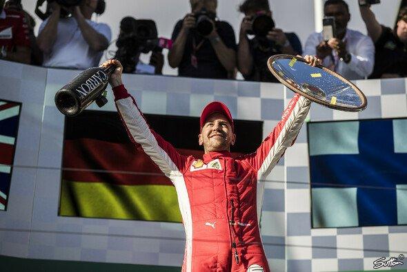 Sebastian Vettel sieht Ferrari aktuell noch klar hinter Mercedes - Foto: Sutton
