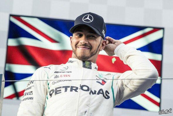 Lewis Hamilton glaubt, dass Mercedes den Sieg von Ferrari-Pilot Sebastian Vettel beim Formel-1-Auftakt in Australien hätte verhindern können - Foto: Sutton