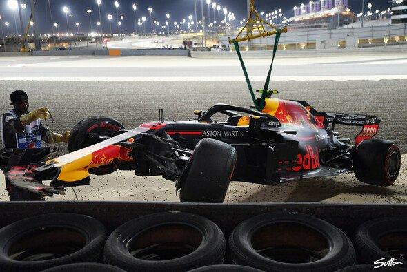 Max Verstappen verlor im Qualifying zum Bahrain GP die Kontrolle über seinen Red Bull und crashte - Foto: Sutton