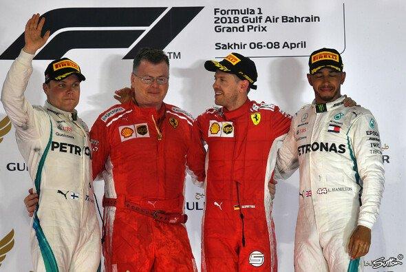 Sebastian Vettel rettet seine Reifen in Bahrain über die Ziellinie - Foto: Sutton