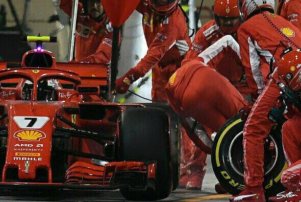 Ferrari-Mechaniker Francesco Cigarini wurde beim Stopp mitgerissen und brach sich das Bein - Foto: Sutton