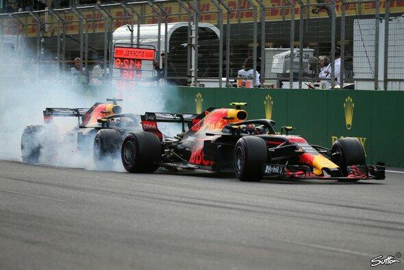 Daniel Ricciardo räumte Red-Bull-Teamkollege Max Verstappen 2018 in Baku aus Trotz ab - Foto: Sutton