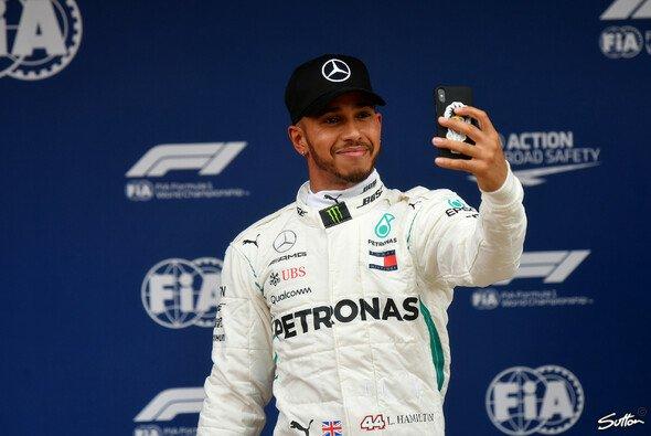 Lewis Hamilton glaubt, dass Ferrari in Spanien bis zum Qualifying mit Mercedes spielte - Foto: Sutton
