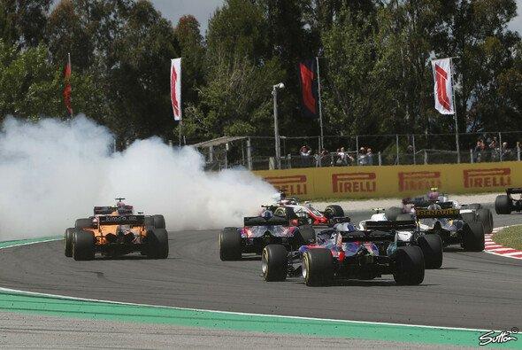 Chaos beim Start - Grosjean unter Druck - Foto: Sutton