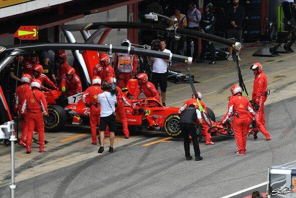 Für Kimi Räikkönen endet der Spanien GP nach einem Defekt vorzeitg - Foto: Sutton