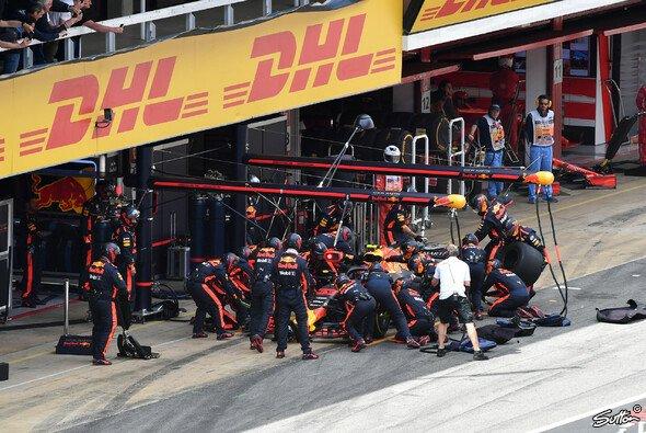 Red Bull absolvierte in Barcelona den schnellsten Stopp - Foto: Sutton