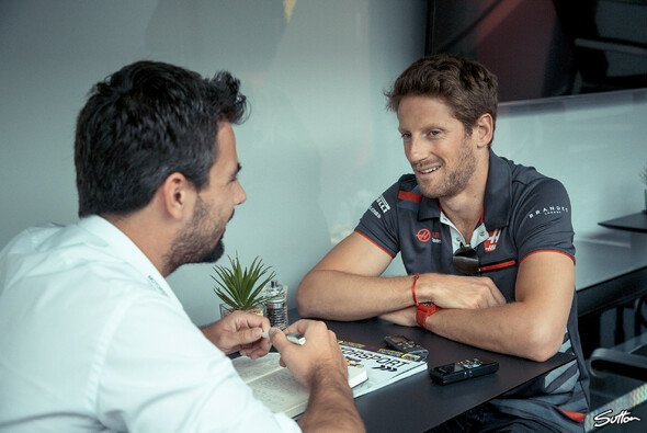 Romain Grosjean im Interview mit Motorsport-Magazin.com-Redakteur Christian Menath - Foto: Sutton