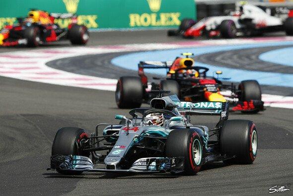 Lewis Hamilton hat in Frankreich seinen dritten Sieg in der Formel-1-Saison 2018 gefeiert - Foto: Sutton