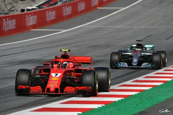Kimi Räikkönen schoss am Start Lewis Hamilton ab (Bild vom Österreich GP) - Foto: Sutton