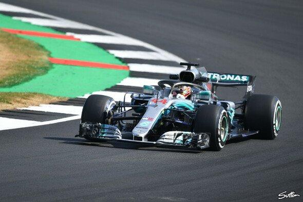 Lewis Hamilton holt sich beim Silverstone-Auftakt die Bestzeit - Foto: Sutton