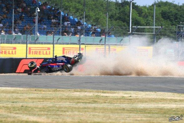 Brendon Hartley crashte im 3. Training in Silverstone heftig - Foto: Sutton