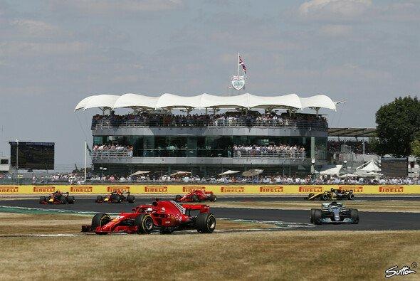 Sebastian Vettel gewinnt in Großbritannien - Foto: Sutton